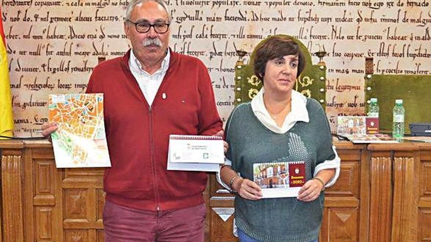 Casa Solita ilustra los doce meses del calendario local y reeditan 5.000 callejeros