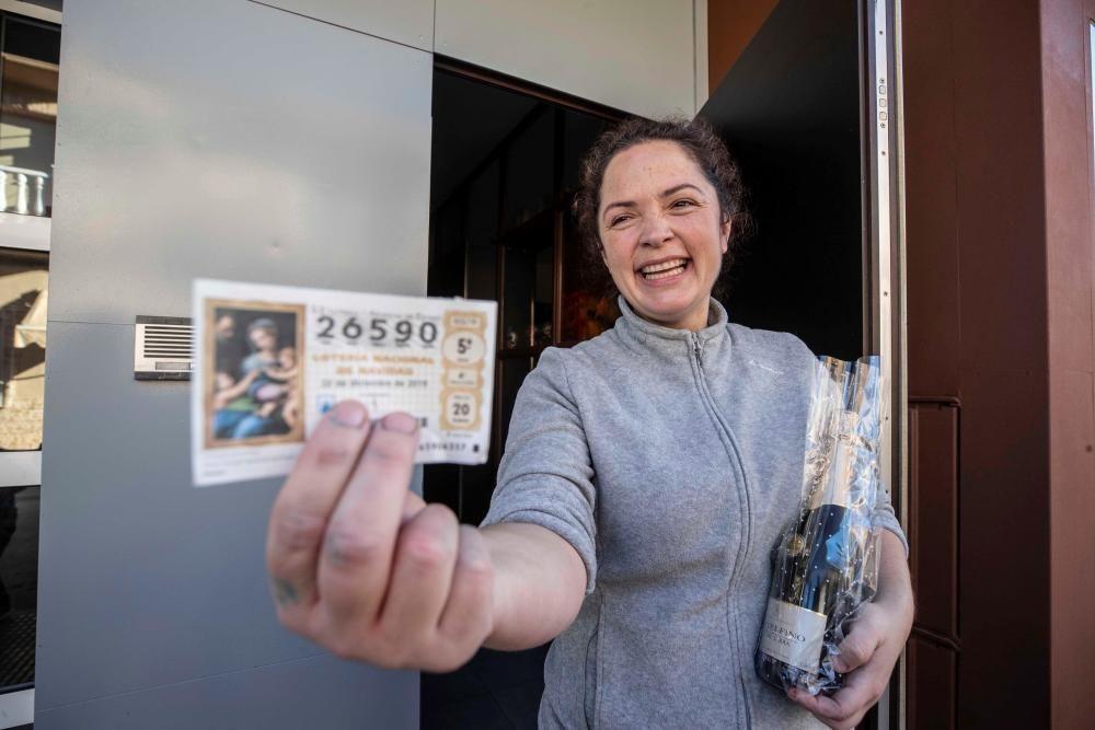 La dueña del obrador La Luz, Luz María Laveda, que ha vendido veinte décimos del Gordo.