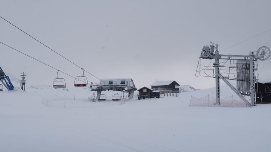 Condena a Candanchú por el accidente de un esquiador en un telesilla de la estación