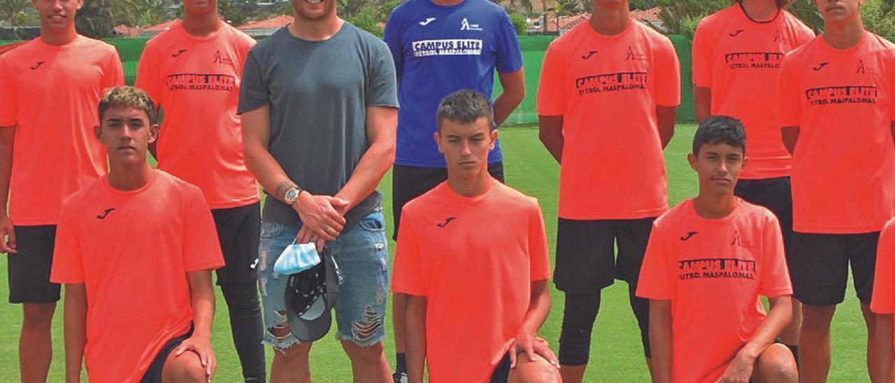 Ibai Gómez, jugador del Athletic de Bilbao, durante su visita al Campus Élite del pasado año. | | LP/DLP