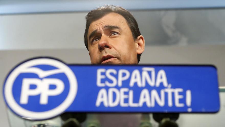 """El PP mantiene su apoyo a Sánchez ante la """"persecución"""" del PSOE"""