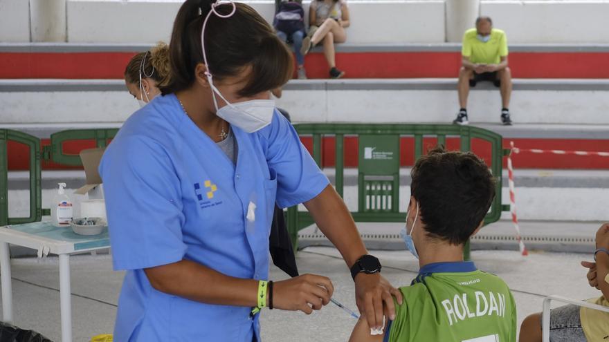 La Consejería de Sanidad extiende a este fin de semana la vacunación sin cita para mayores de 14