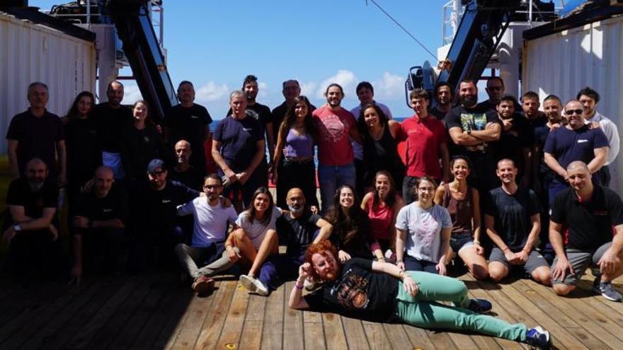 La ULPGC instala anclajes en el Atlántico Sur para medir su papel en el cambio climático