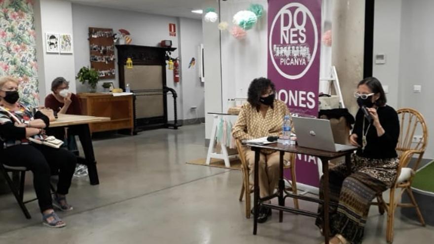 Dones de Picanya descubre el asociacionismo femenino con Cristina Escrivá