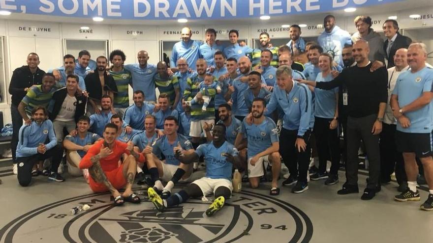 Silva celebra con su hijo su gol y la victoria del City