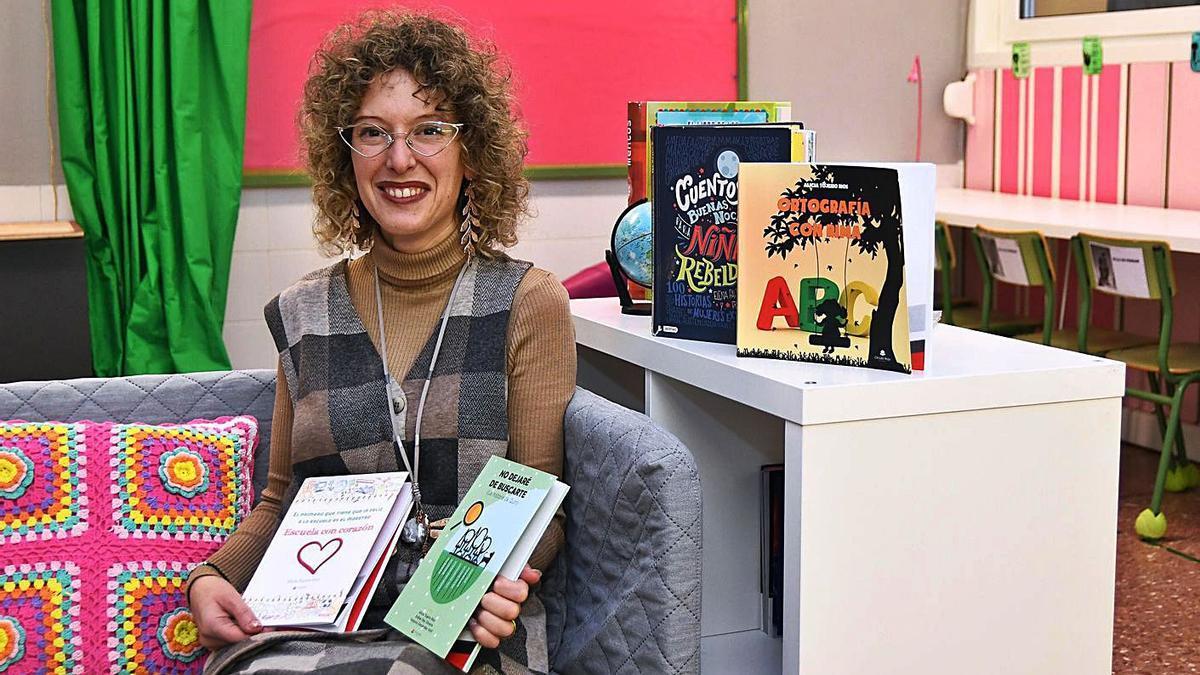 Alicia Tojeiro en el aula ideal que diseñaron los niños del Parga Pondal hace un años.   | // ARCAY/ROLLER AGENCIA