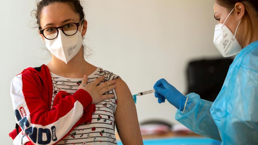 Vacuna a vacuna: llega el turno de los nacidos en 1982 en Málaga