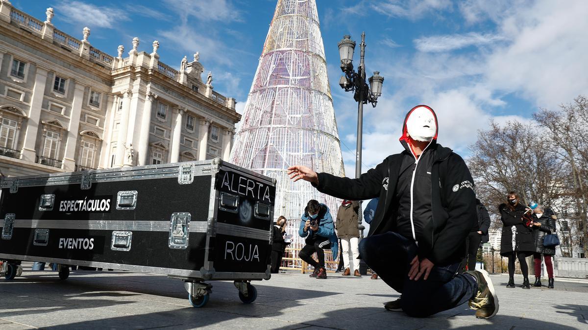 Un trabajador de la cultura en una manifestación en Madrid.