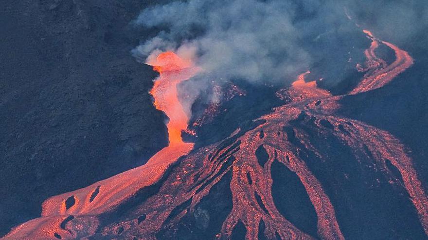 S'ensorra una part del con principal  del volcà de La Palma
