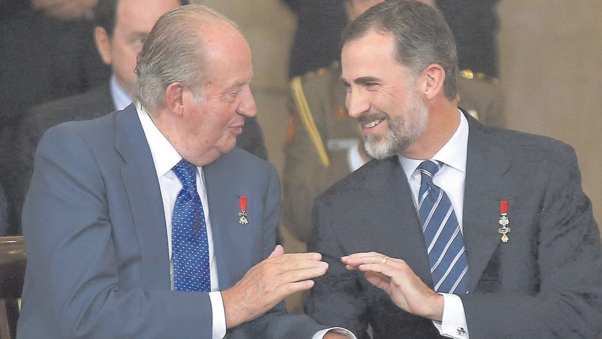 Juan Carlos se va entre sospechas de corrupción para no estorbar a su hijo