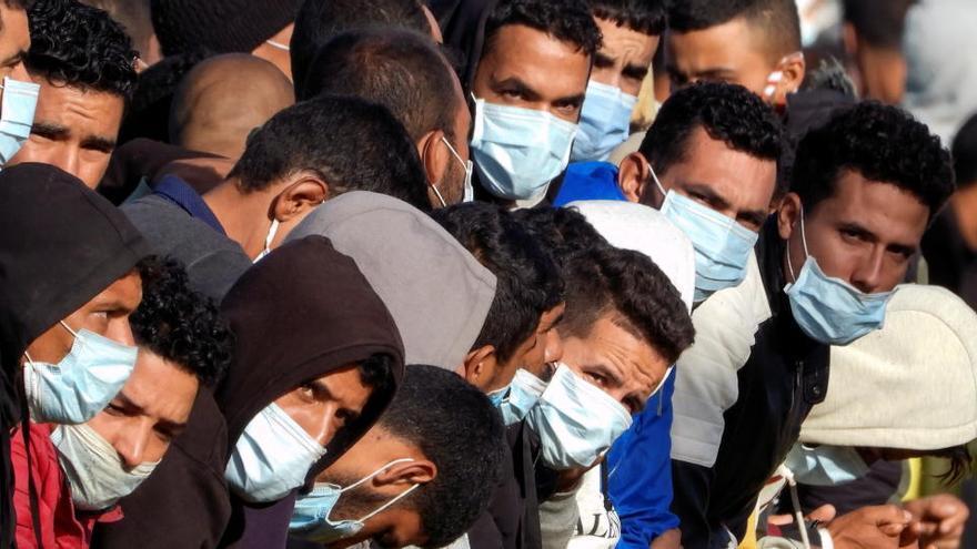 Menos de 600 migrantes en el muelle de Arguineguín