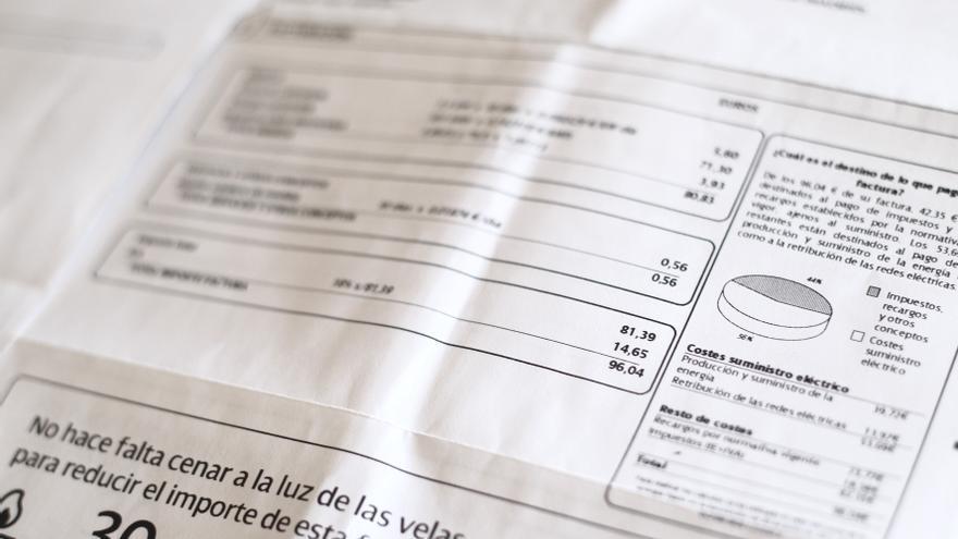 Las eléctricas incluirán en sus facturas un código QR para comparar precios