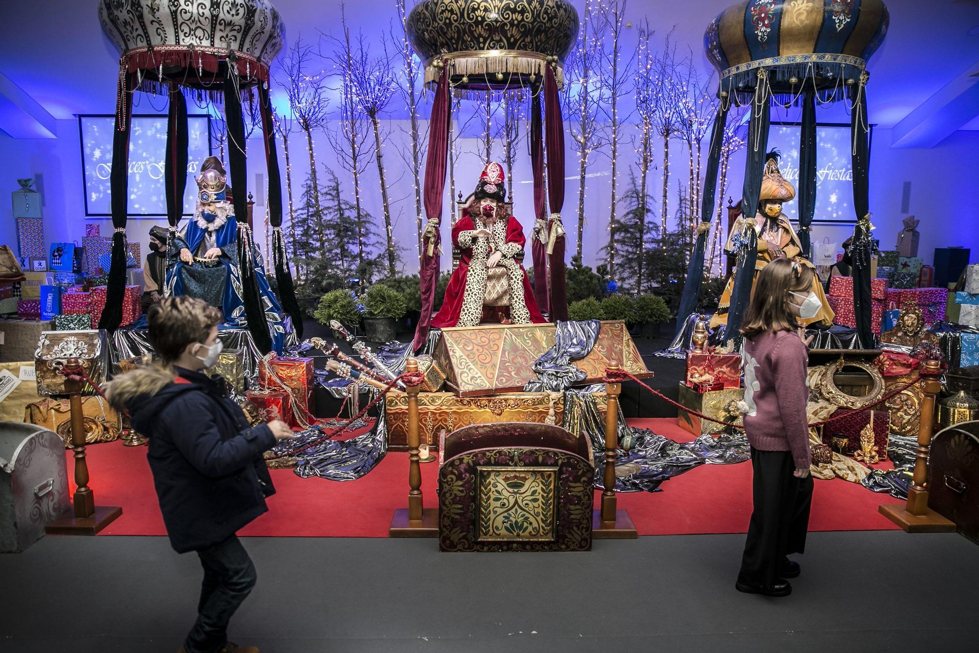 Los Reyes Magos visitan a los niños de Oviedo