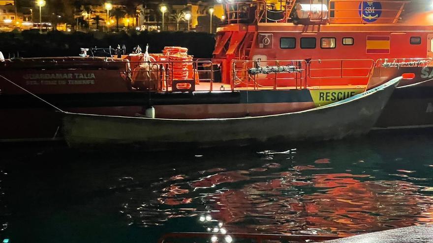 Salvamento rescata un cayuco con 54 hombres a tres kilómetros de Maspalomas