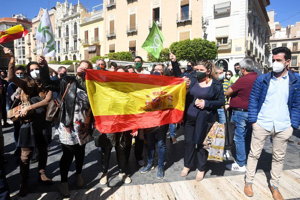 La plaza de la Catedral de Murcia se abarrota para recibir a Abascal