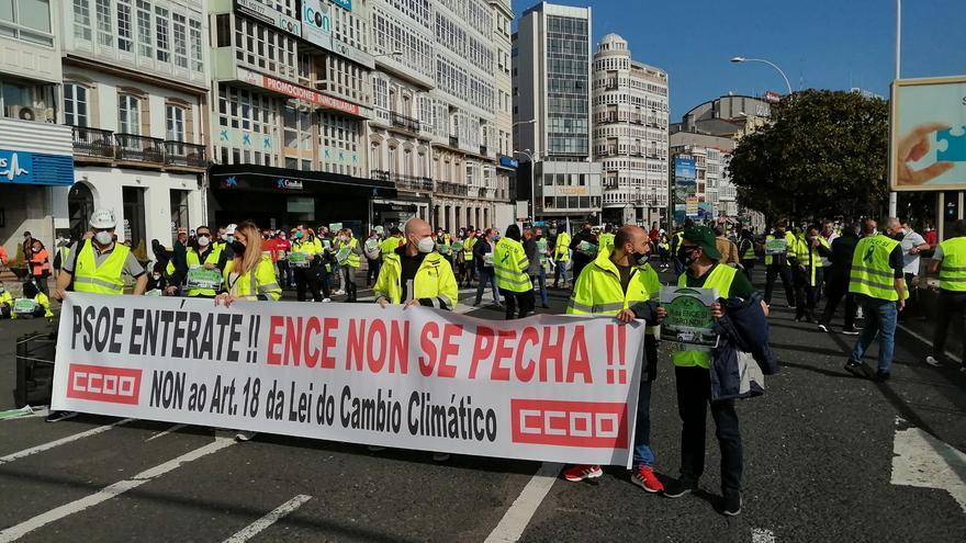 Sentada de trabajadores de ENCE y transportistas de madera, hoy en A Coruña