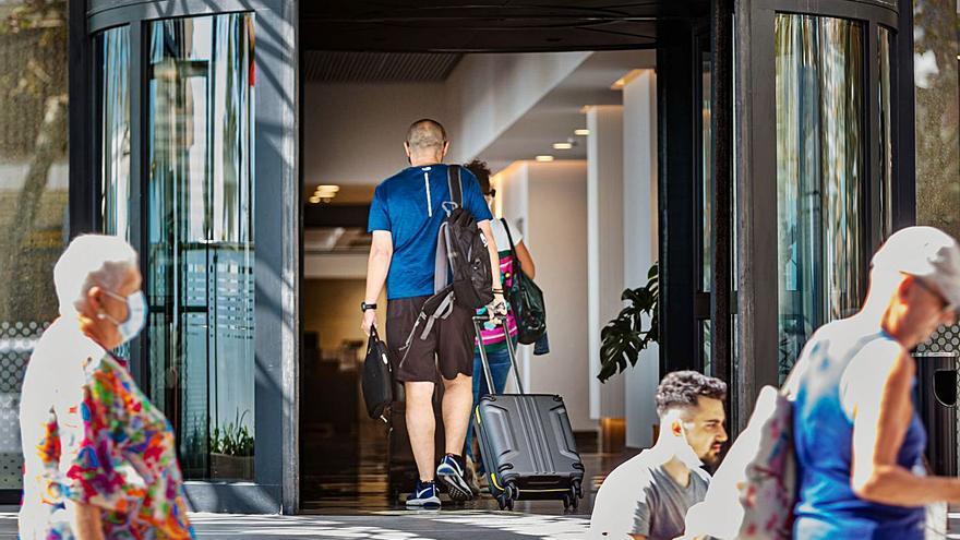 Exceltur reclama un bonoviaje para impulsar los viajes en España