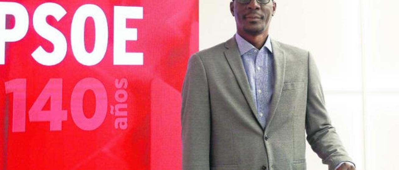 Luc André Diouf fotografiado en la sede del PSOE para la entrevista con LA PROVINCIA.