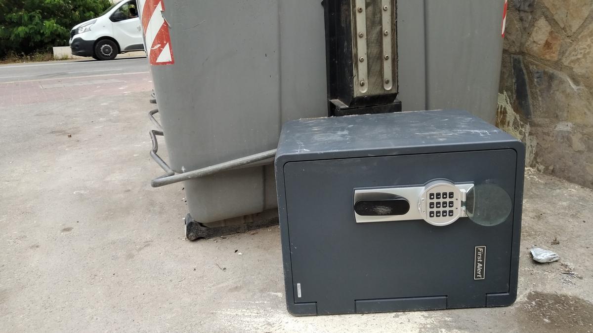La caja fuerte que ha aparecido en la basura