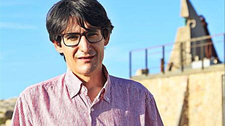 Miquel Martín rep el premi Anglada a l'Institut Ramon Muntaner