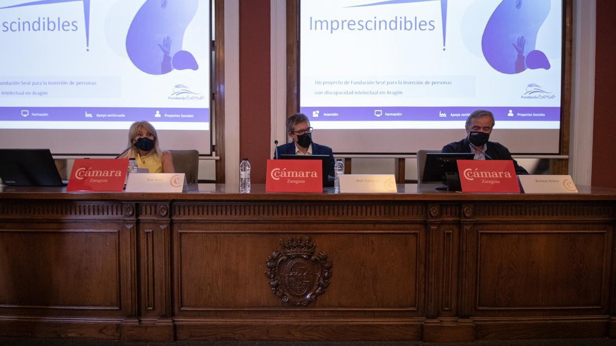 Ana Sesé, presidenta de la Fundación Sesé, Raúl Camarón, director gerente del Inaem, y Enrique Solano, presidente de la Fundación Down Zaragoza.