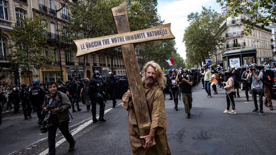 El negacionismo español naufraga y mira con envidia a Francia