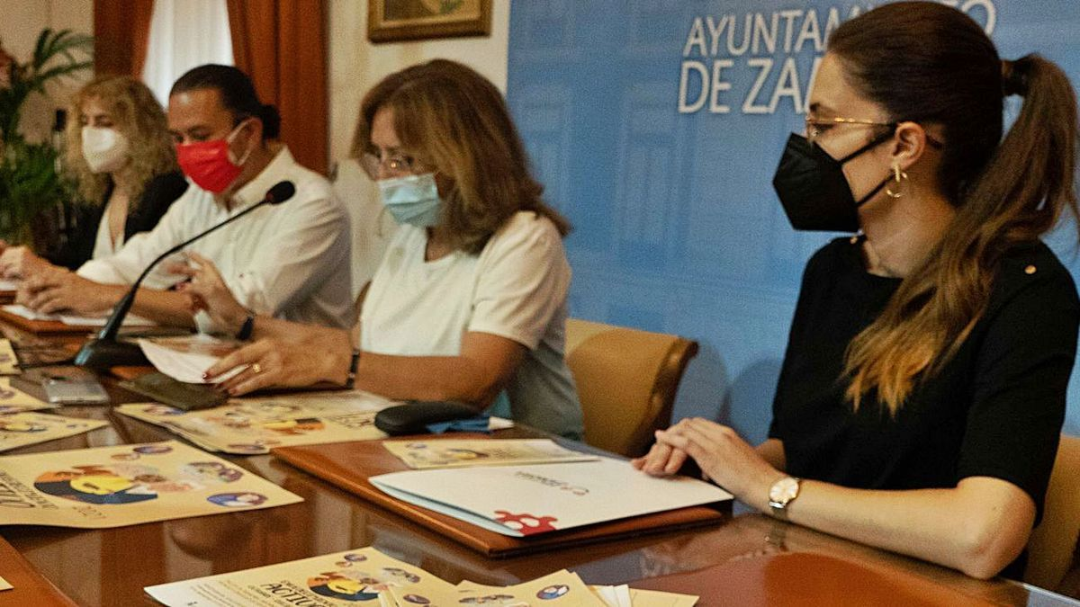 Presentación de los talleres de envejecimiento activo en el Ayuntamiento de Zamora. | Jose Luis Fernández