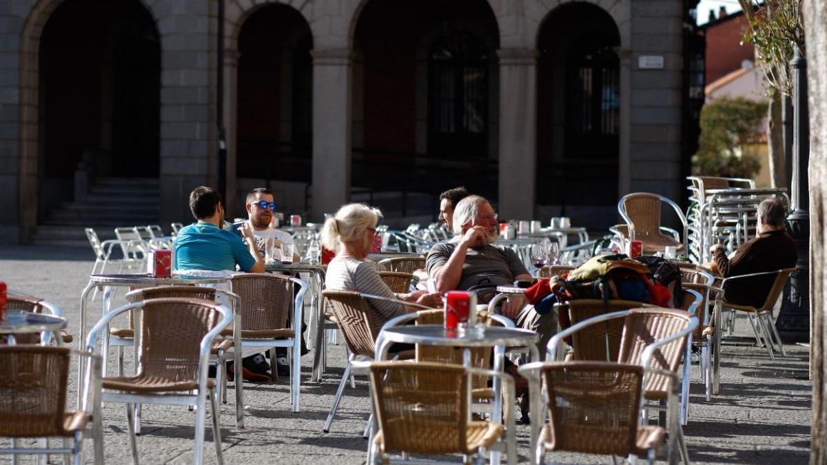 Clientes en una terraza de bar de Zamora en una imagen de archivo.