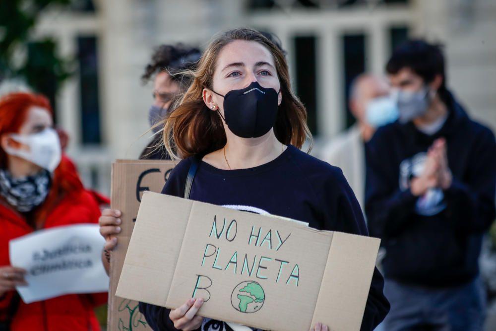 Cientos de jóvenes españoles toman las calles por el movimiento Fridays For Future
