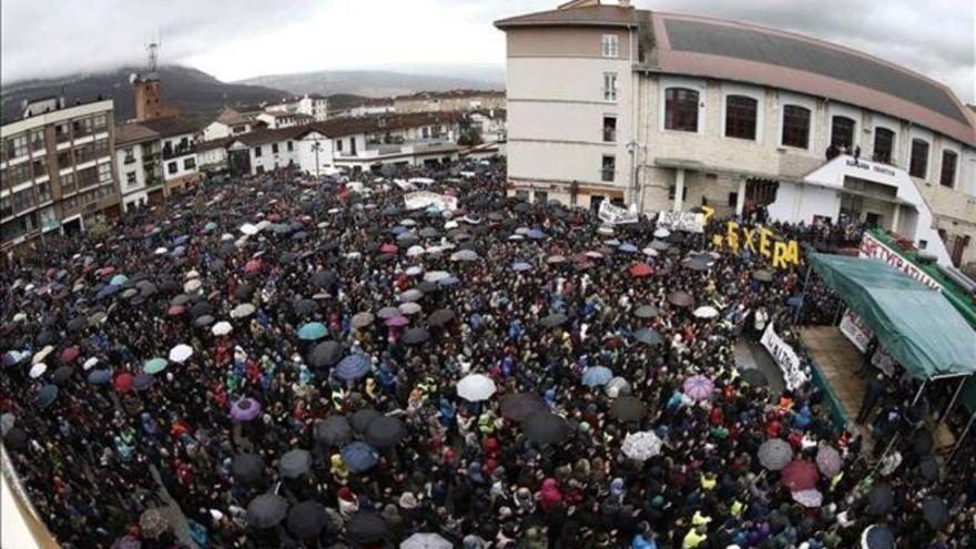 Multitudinaria protesta en Alsasua contra las detenciones de 9 jóvenes por agredir a dos guardias civiles
