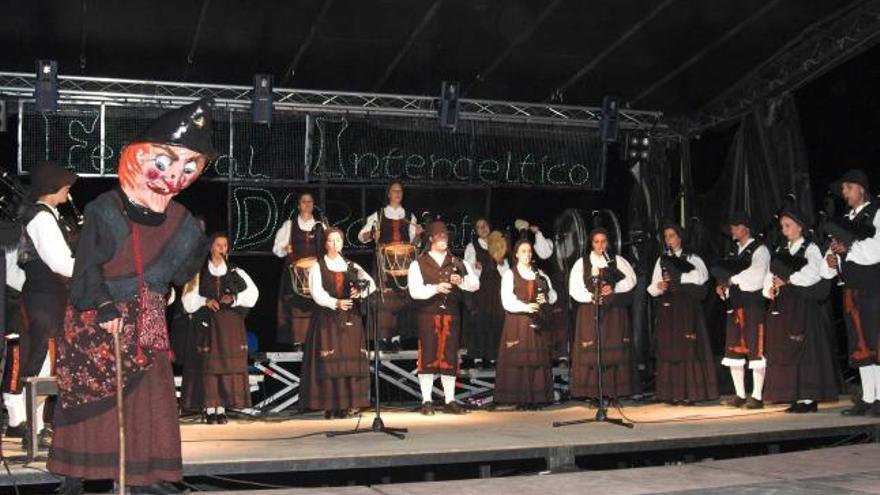 Tapia recupera, con límite de aforo, el Festival Intercéltico d'Occidente