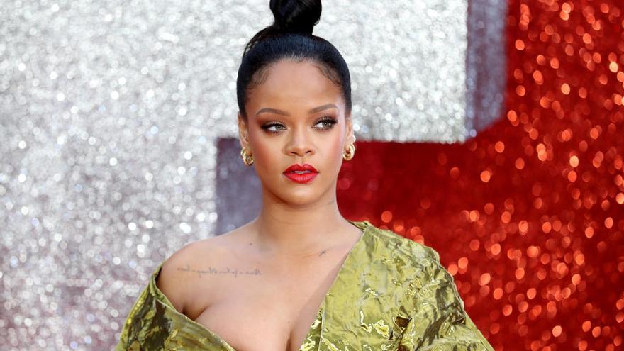 Rihanna publica su primera autobiografía con más de 1.000 fotografías
