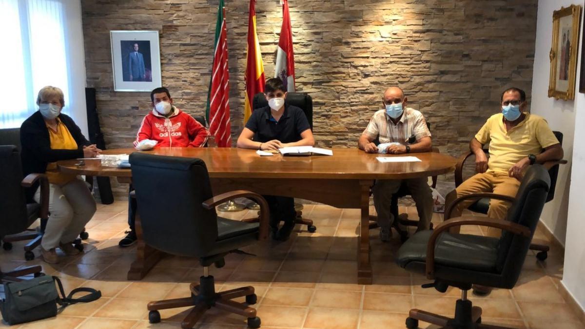 Pleno en el_Ayuntamiento de Rabanales.