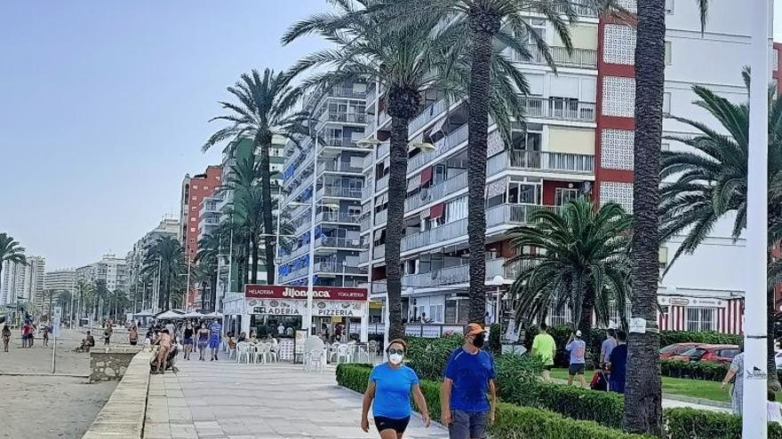 Alquilar quince días un apartamento en primera línea supera los 2.000 € en Cullera
