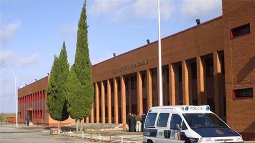 Un interno de la cárcel de Badajoz agrede a un funcionario