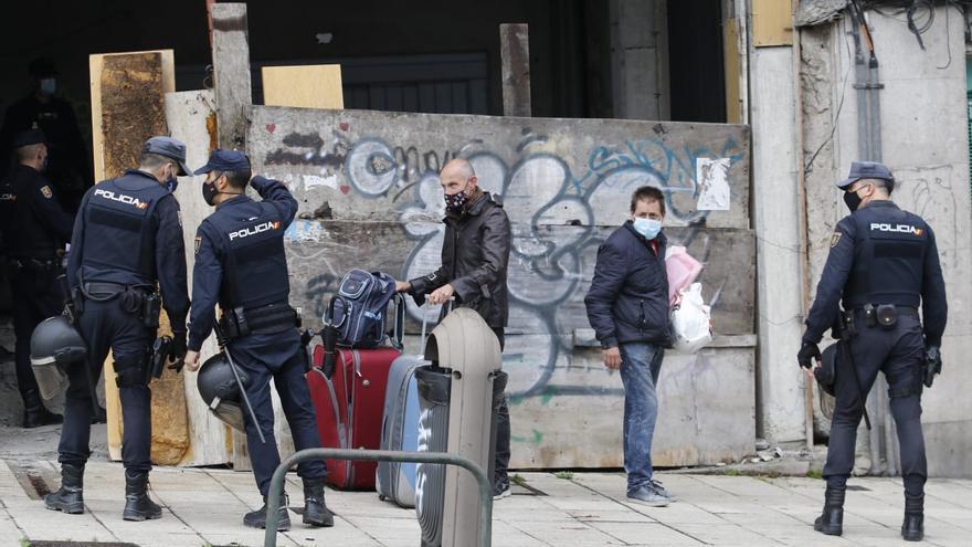Desalojan el edificio okupado en la Gran Vía de Vigo