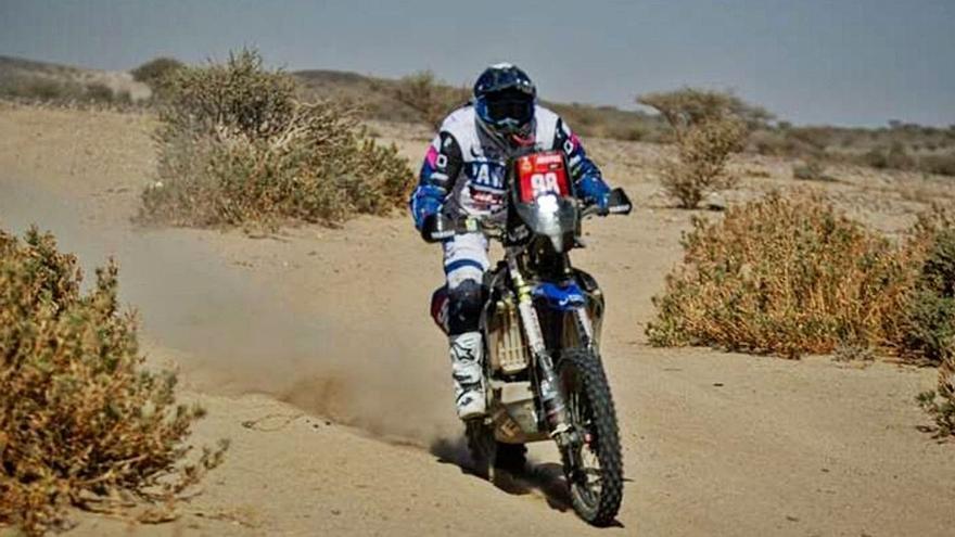 "Dakar 2021   La piloto zamorana Sara García ""vuela"" con su Yamaha en la primera etapa"