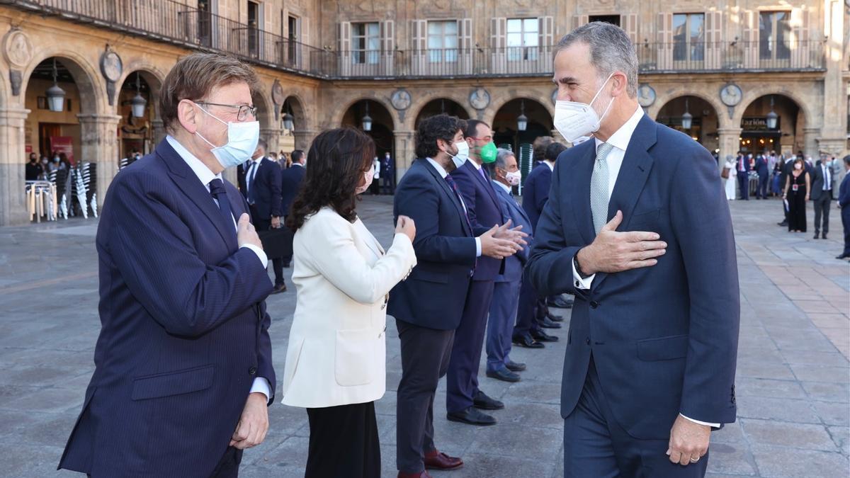 Puig saluda a Felipe VI durante la Conferencia de Presidentes.