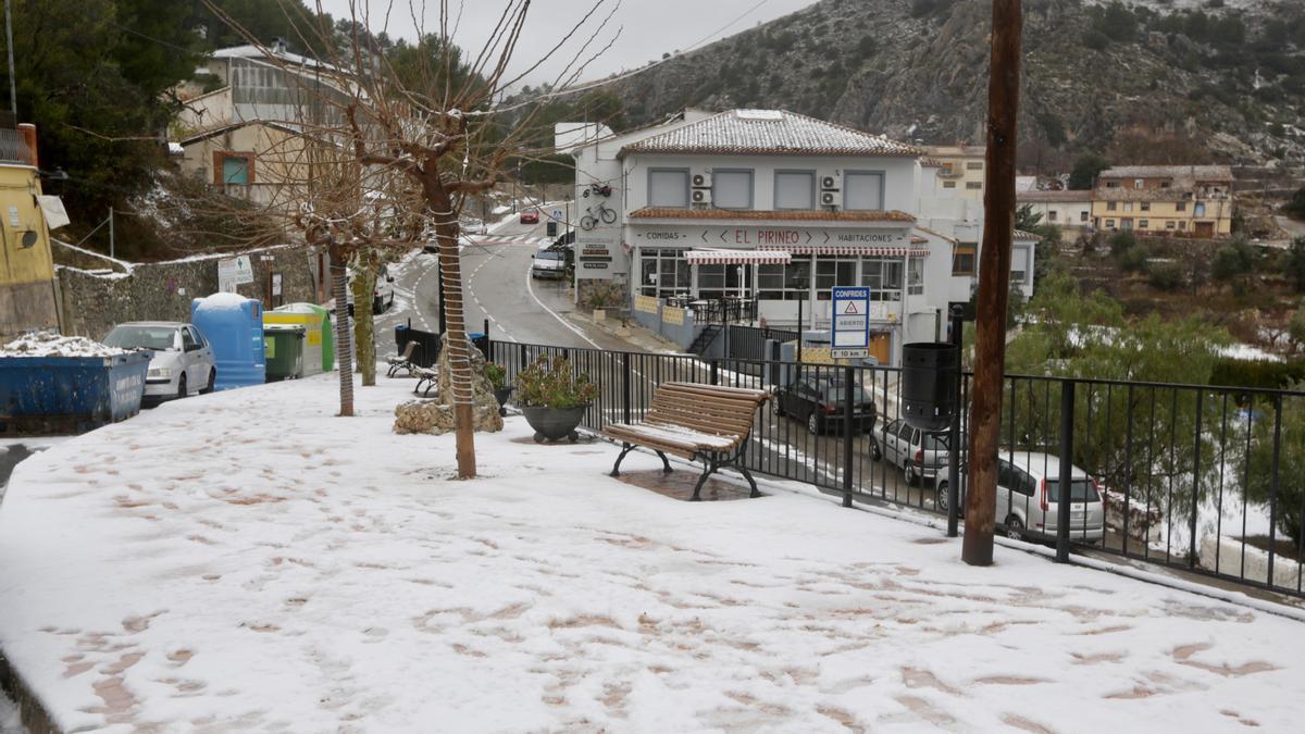 La nieve llega a Confrides
