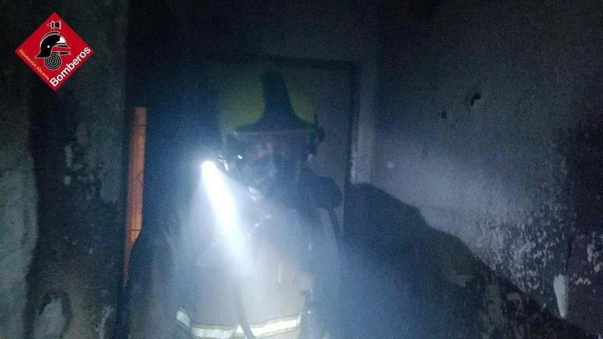 Incendio en un piso ocupado del barrio de Los Palmerales en Elche