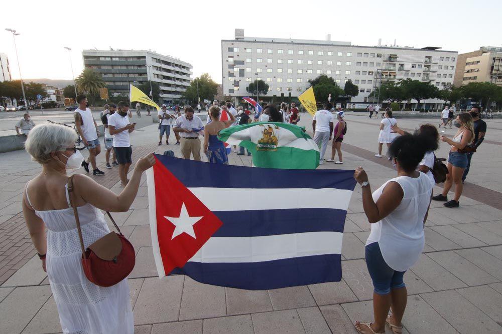 """Decenas de cubanos en Córdoba denuncian el """"maltrato a la gente"""" en su país"""