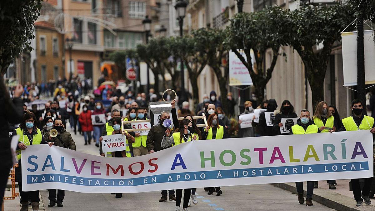 Manifestación en favor de la hostelería en las calles de Lalín el pasado noviembre. |  // BERNABÉ/JAVIER LALÍN