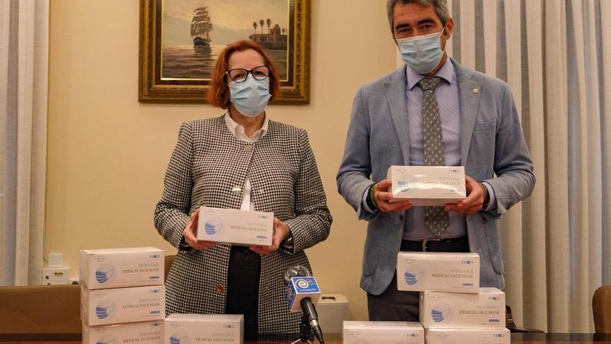 Benalmádena inicia un nuevo reparto de mascarillas entre los desempleados