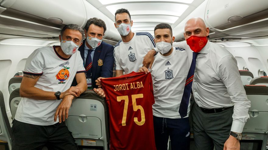 La opinión del día sobre el Oviedo, el Sporting y Luis Enrique: Maradona, la Roja y la mística