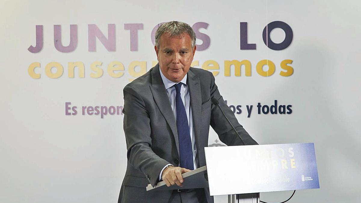 Sebastián Franquis, consejero de Vivienda, en una rueda de prensa.