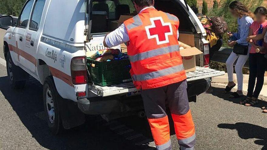 Cruz Roja asiste a 48 pasajeros de un autobús averiado en Benlloch