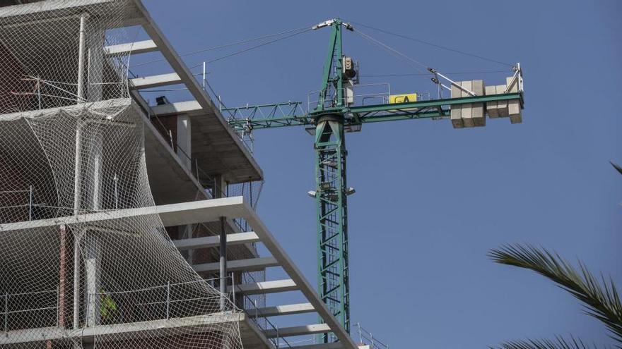 La compraventa de viviendas registra su peor dato en Alicante desde 2007