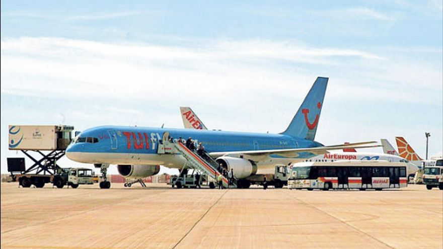 El desplome de Thomas Cook y las pérdidas de TUI alertan al turismo