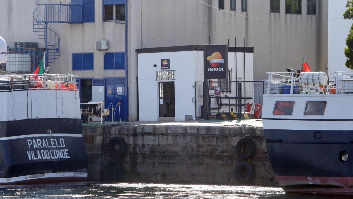 Estación de repostaje para barcos en el puerto de O Berbés.