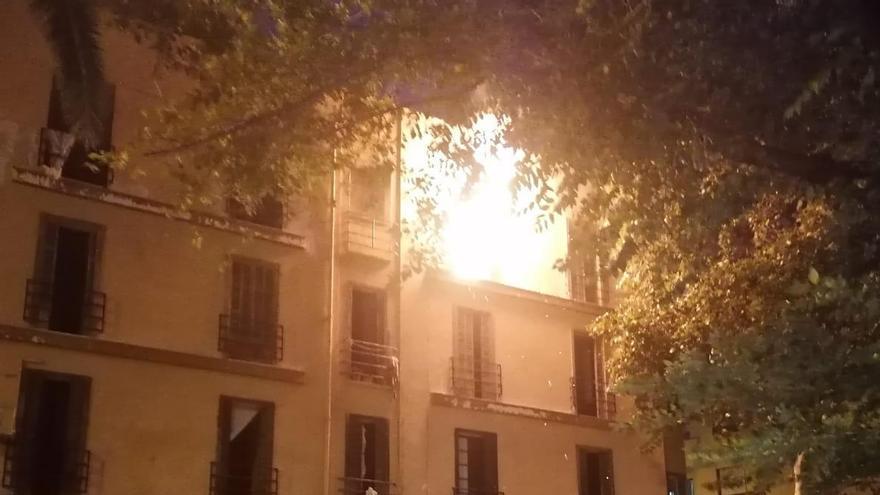 Arde el edificio 'okupa' de la calle Manacor